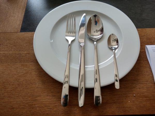 Bestekset op bord